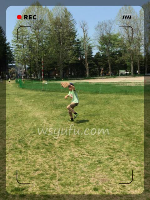 月寒公園の多目的広場で息子と夢のキャッチボール