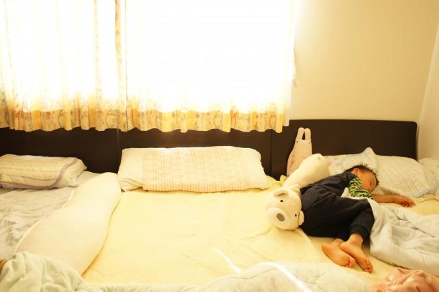 子供が一人で寝るのはいつ頃