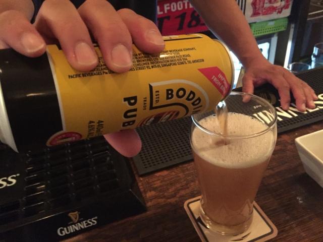 ビールのおいしい注ぎ方三度注ぎ