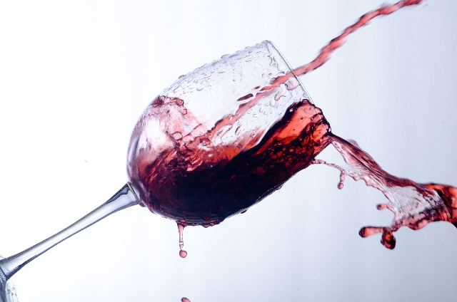 魔法水は染み抜きに欠かせない!赤ワイン染みで悩んでいた女子を救ったよ!