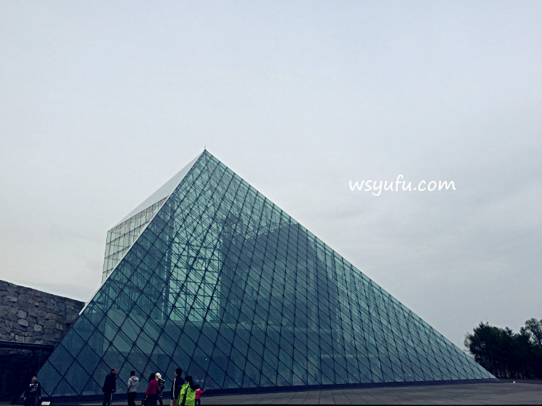 モエレ沼公園 ガラスのピラミッド hidamari