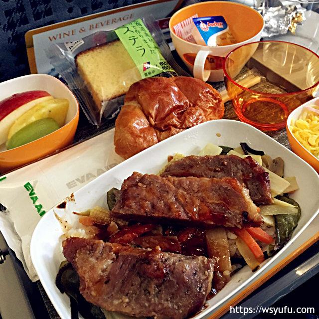 新千歳空港発 台湾旅行 エバー航空 機内食