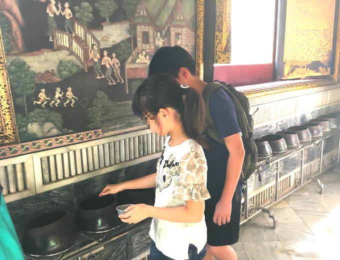 タイバンコク家族旅行 ワットポー 寝釈迦仏 背中側通路 応量器