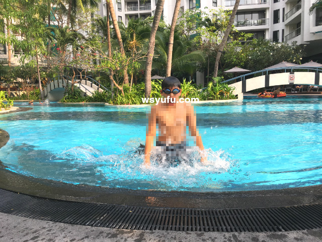 タイバンコク家族旅行 子連れ ホテル プール チャトリウムレジデンスサトーンバンコク