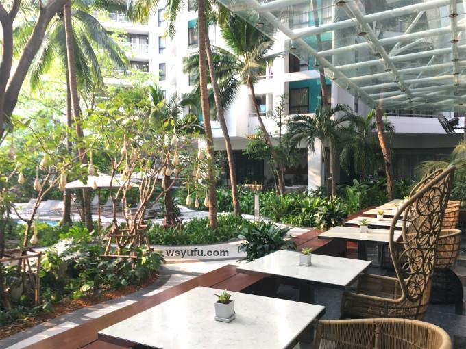 タイバンコク家族旅行 子連れ ホテル チャトリウムレジデンスサトーンバンコク ブールサイドバー