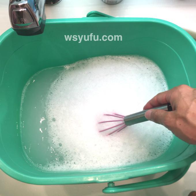 野球ユニフォーム洗濯やり方 洗濯洗剤入れてよくかき混ぜる 洗剤を溶かす 泥汚れ