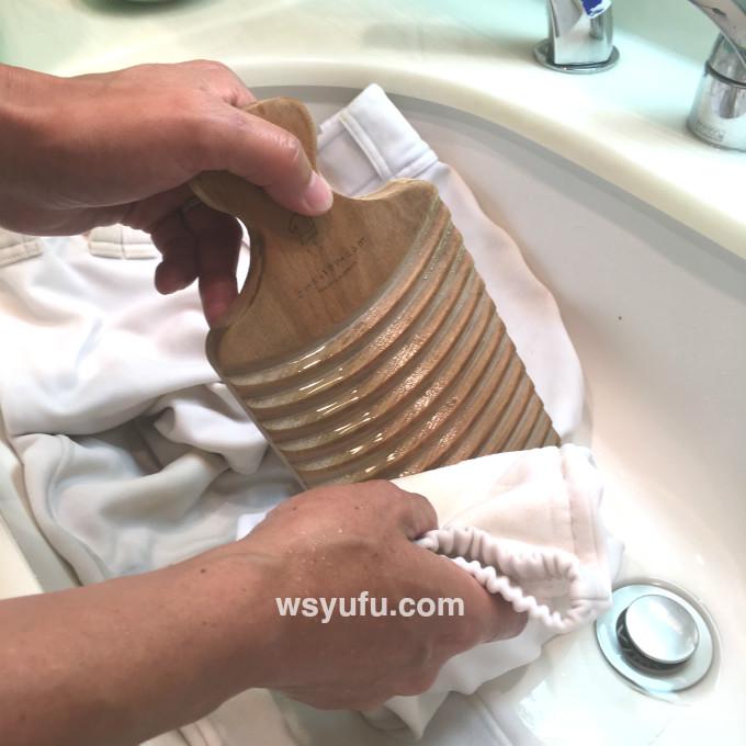 野球ユニフォーム洗濯やり方 洗濯板でこすり洗い 泥汚れ落とし方