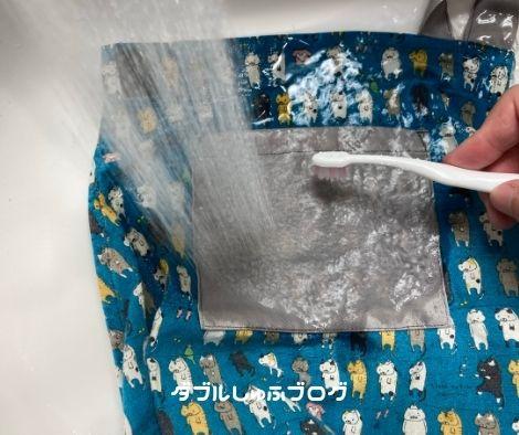 スポッとる 使い方 付いてすぐのシミのやり方実践 給食エプロン ミートソース シミ汚れ